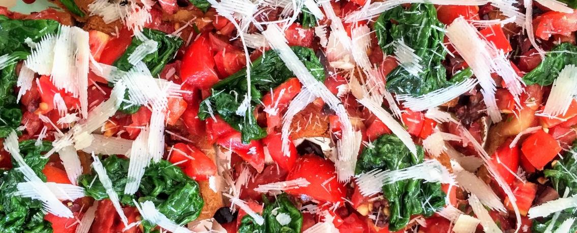 ברוסקטות עם תרד ועגבניות