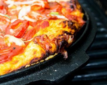פיצה במחבת מבצק עם פטנט