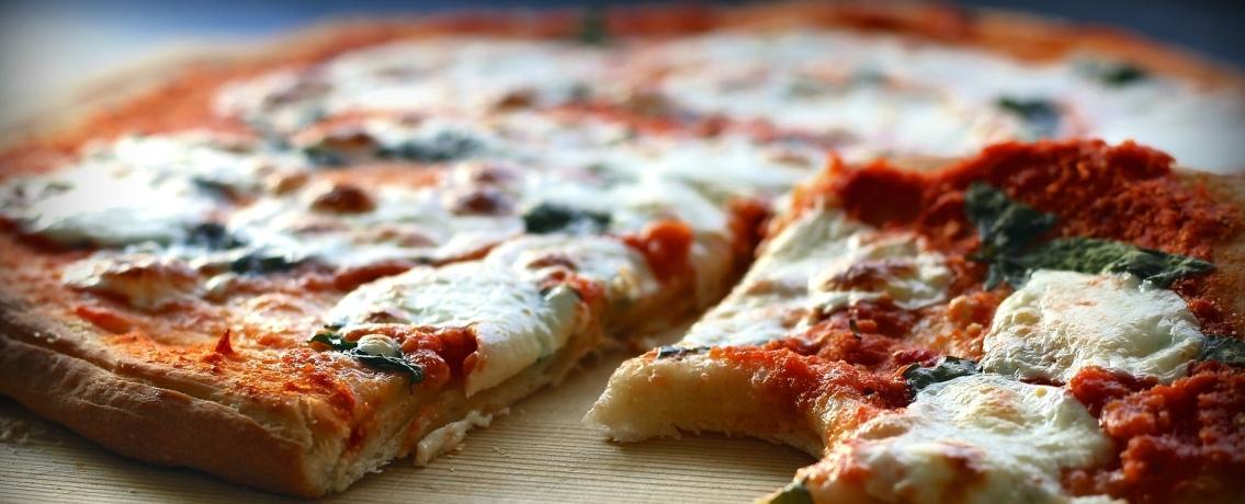 פיצה פיתה שמעיפה ילדים לחלל