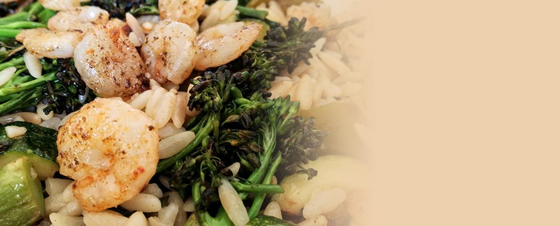 סלט פתיתים, ירקות צלויים ושרימפס