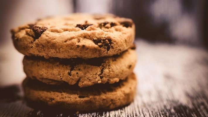 עוגיות שוקולד צ׳יפס מושחתות עם מלח גס