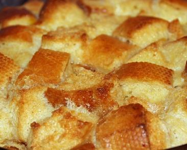 פודינג לחם קלאסי - קינוח מופלא וקל להכנה מלחם ישן