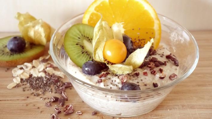 דייסת שיבולת שועל פשוטה ומנחמת עם איזה פירות שרוצים