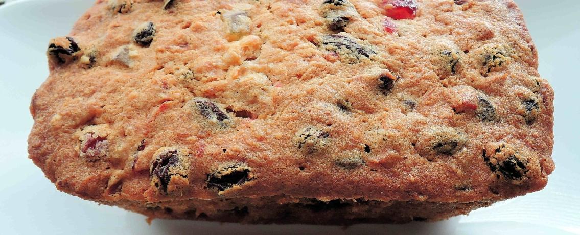 עוגה בחושה עם פירות יבשים שמכינים בצ'יק צ'ק