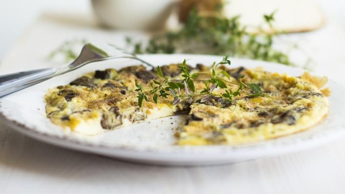 חביתת פטריות קלאסית, מושלמת לארוחת בוקר או ערב ישראלית