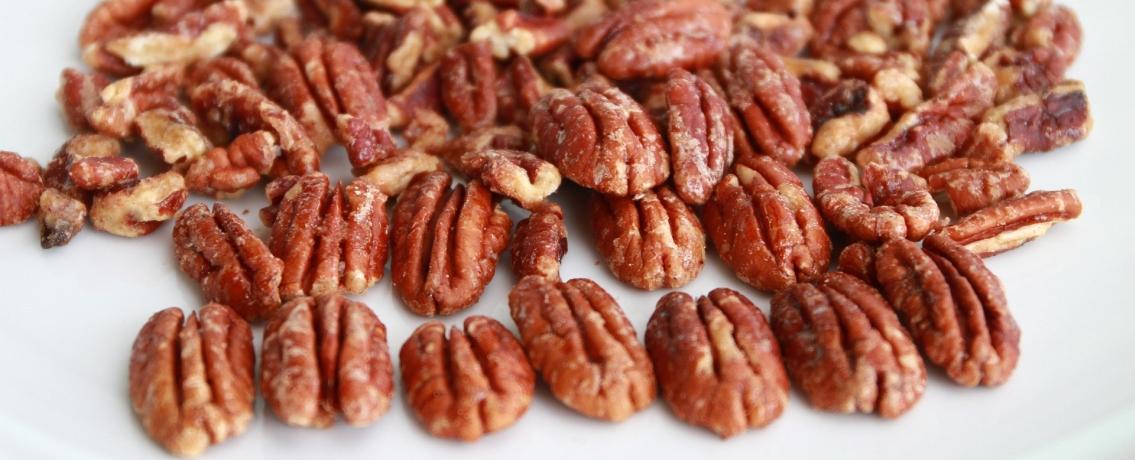 אגוזי פקאן מסוכרים שאי אפשר להפסיק לכרסם