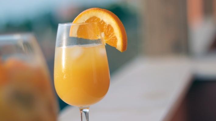 קוקטייל מימוזה מושלם על בסיס קאווה או שמפניה