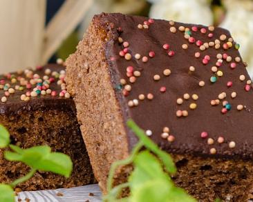 עוגה כושית: עוגת שוקולד בחושה ועסיסית שילדים אוהבים במיוחד