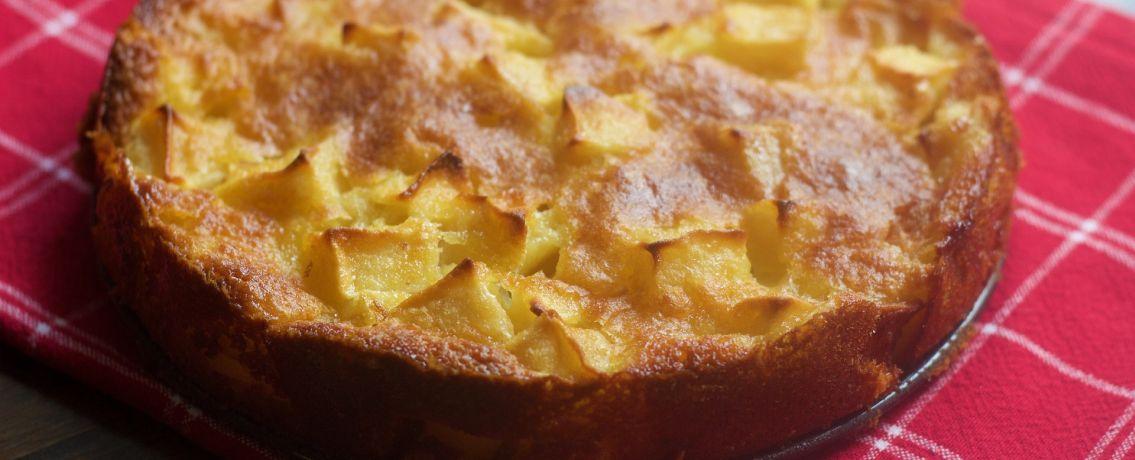 עוגה בחושה עם קוביות תפוחים ואגסים