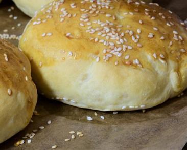 לחמניות ממולאות בבשר: מאפה קליל ומשגע שמתאים גם לבראנץ' מפנק
